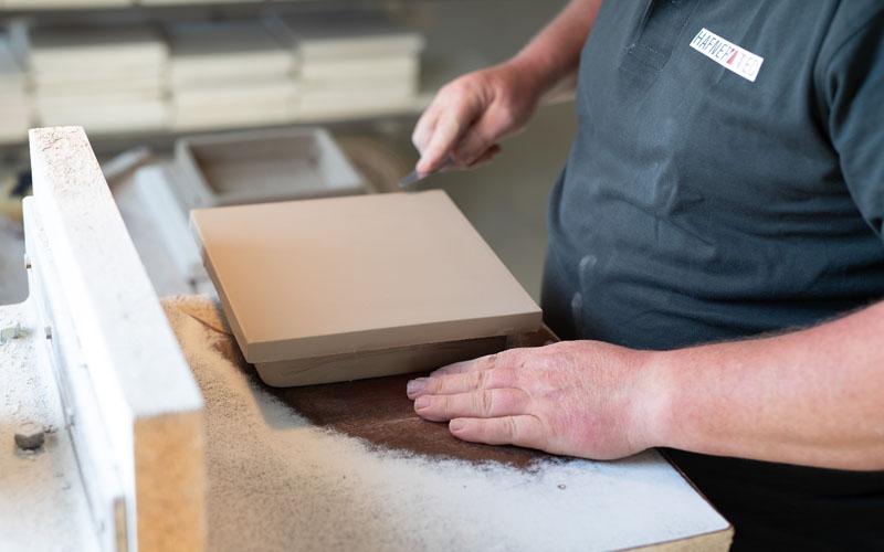 Ofenkeramik in Handarbeit gefertigt